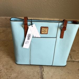 NWT Genuine leather Dooney&Bourke handbag. $175.00